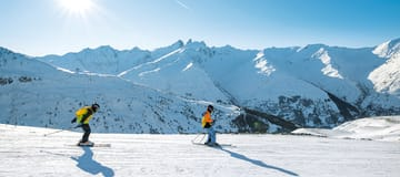 https://media.ucpa.com/image/upload/w_360,h_160,c_lfill,g_faces:auto/Destination Découverte/00001598-T-valloire-ski.jpg